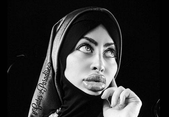 Afgāņu musulmaniete lepojas ar milzīgām silikona lūpām