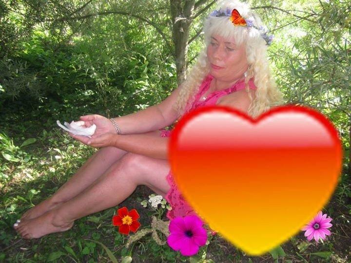 Lietuviete Lina - sieviete ar dīvaināko 'Facebook' profilu