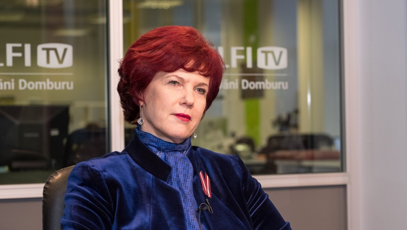 'Delfi TV ar Jāni Domburu': atbild Solvita Āboltiņa. Pilna intervija