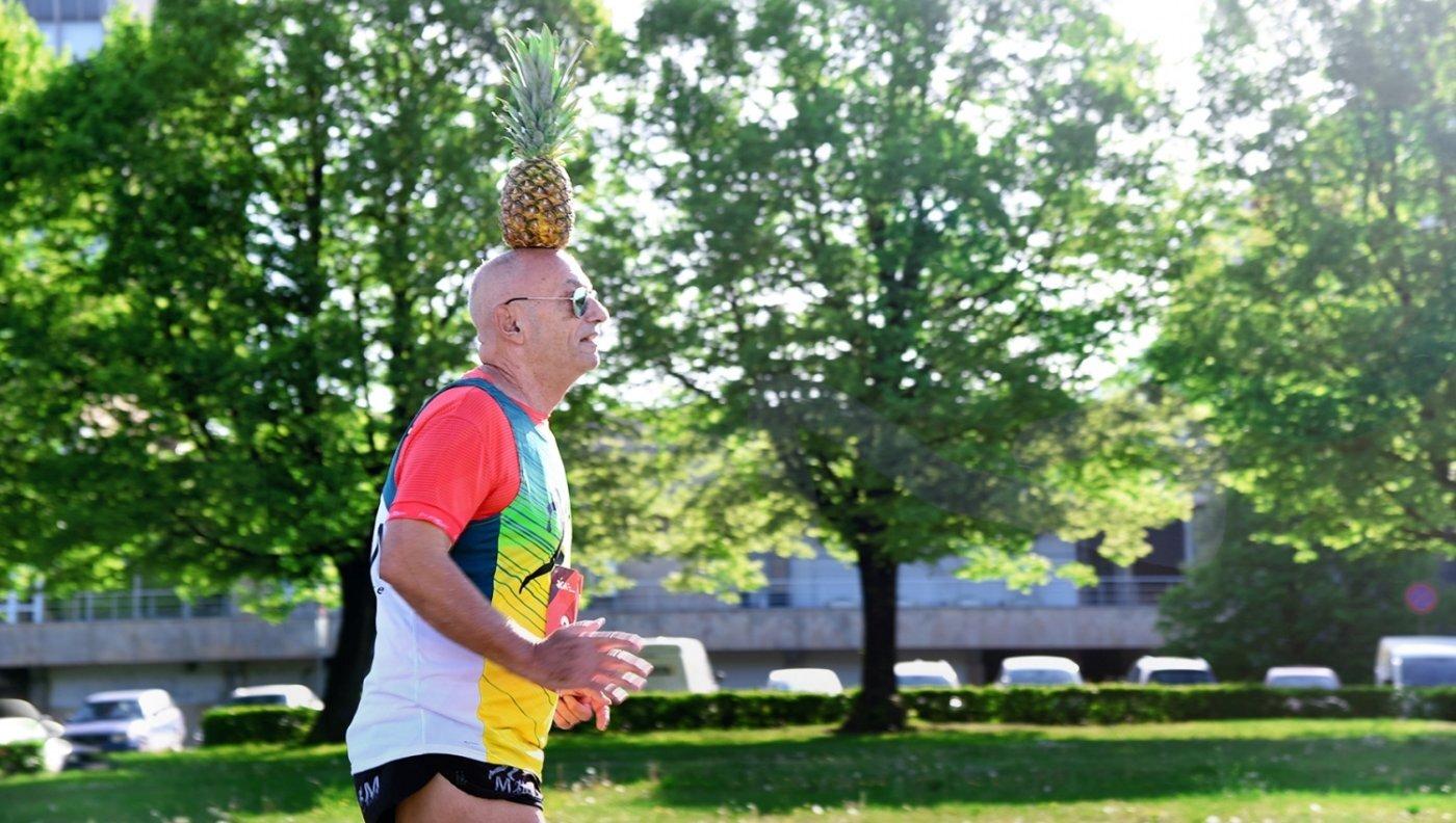 Vai tā nav līme – 42 kilometru skrējējs ar ananasu uz galvas