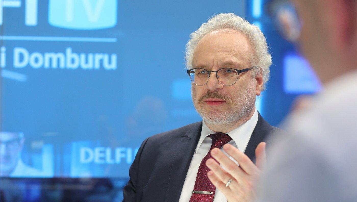 'Delfi TV ar Jāni Domburu' – atbild Egils Levits. Pilns ieraksts