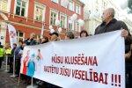 Foto: Mediķu protests pie Saeimas pulcē ap 300 cilvēku