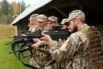 Foto: Rezerves karavīri Latgalē atjauno savas kaujas iemaņas