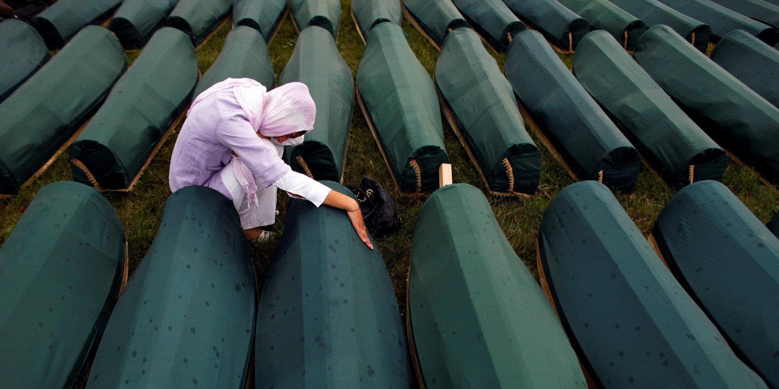Lielākā masu slepkavība Eiropā kopš Otrā pasaules kara: Srebrenicas slaktiņam 25