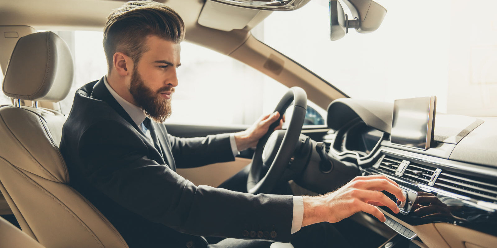 Auto tirgū pamatīgs kritums, tomēr ar lielām atlaidēm ilgi nelutinās