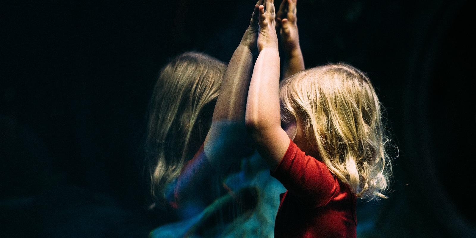 Publiskā vietā redzi darām pāri svešam bērnam – iejaukties vai novērsties?