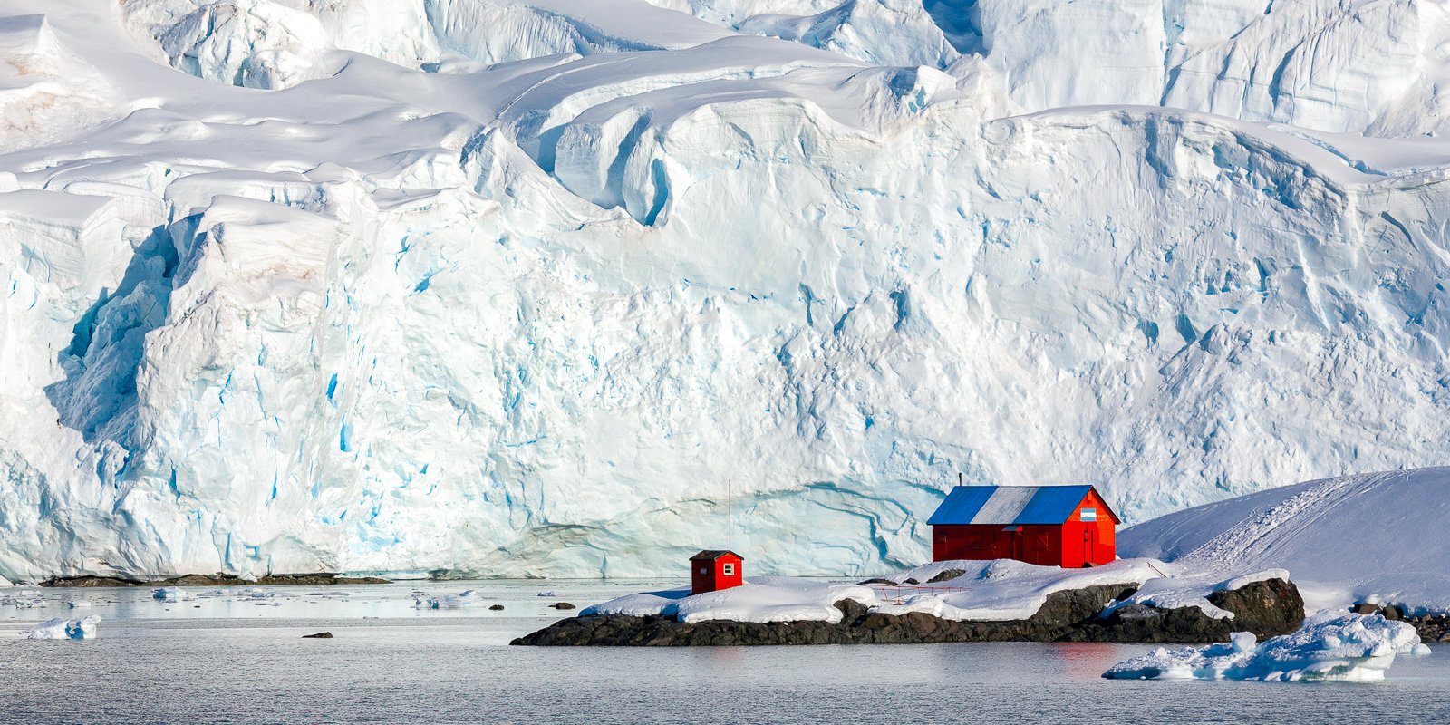 Polārstacijas Antarktīdā: zinātne un vodkas glāze par krūšturi