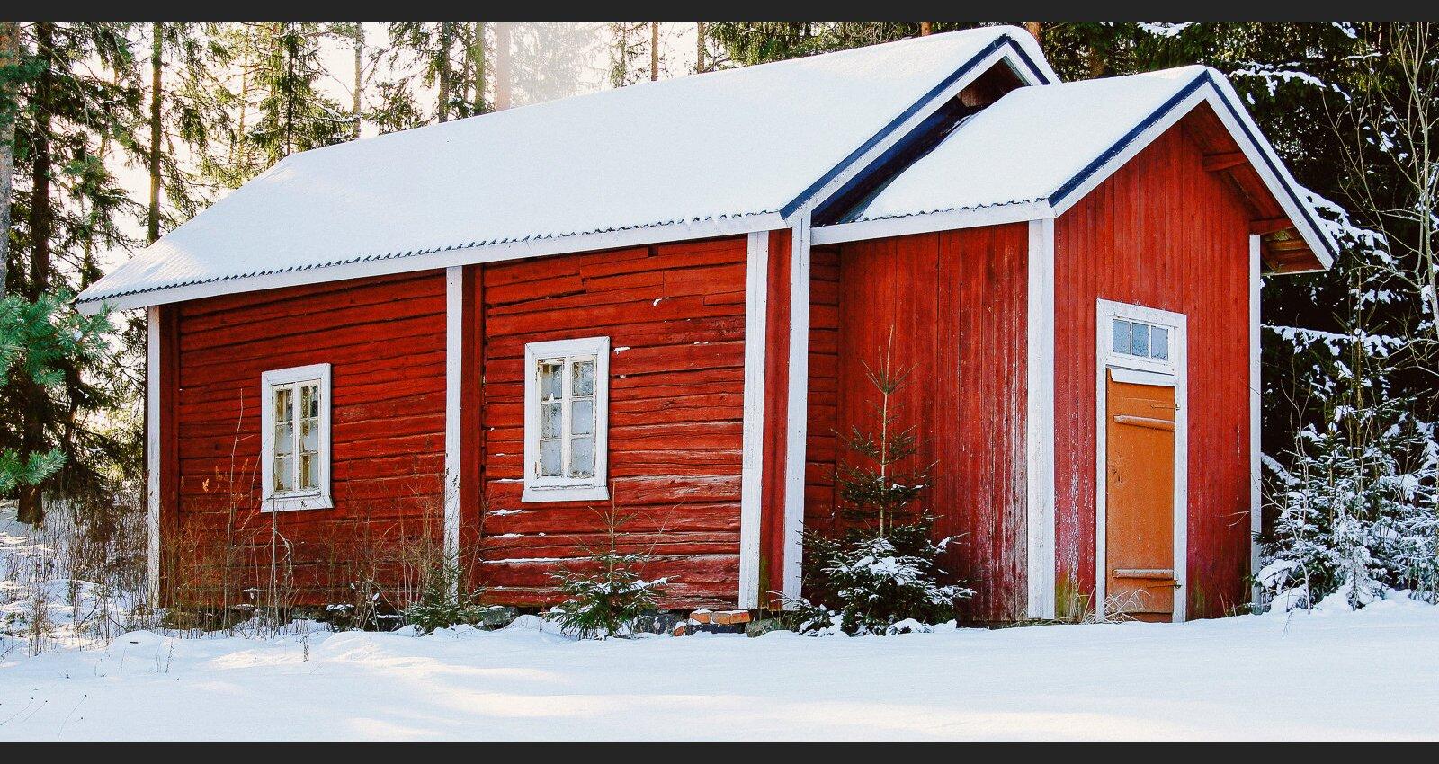 Dzīvojamā ēka ar saimniecības ēkas statusu: vai šāda dzīvošana ir sodāma?