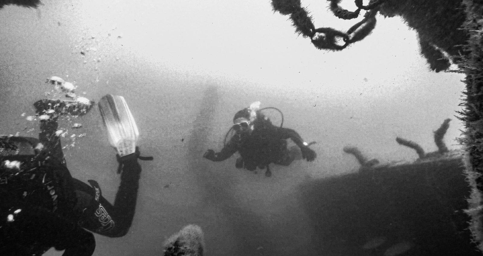 """ФОТО: Как выглядит затонувшее в Лиепайском порту судно """"Беверина"""""""