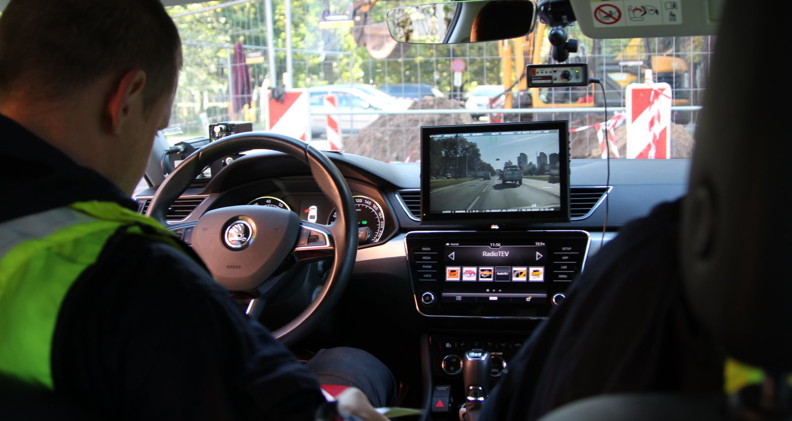 Встроенный антирадар и телефоны за рулем. Полиция провела массовый рейд на дорогах: как это было