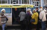 Foto: Pensionāru sapulce par nabadzības pieauguma apturēšanu pulcē simtus