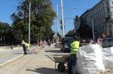 Lasītāja video: Būvniekiem Valdemāra ielā palīdz bērns