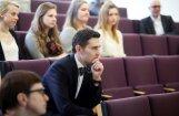 Ušakova apmaksāta soctīklošana svešvalodās neatceļ valodas likuma prasības, pārliecināts advokāts