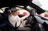 Video: Turkmenistānas prezidents driftē ar 'BMW M3'
