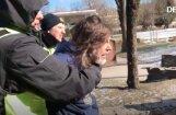 ВИДЕО: У памятника Свободы задержаны два человека, в том числе иностранец, кричавший