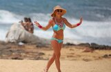 Britnija Spīrsa Havaju salās izrāda apetītlīgo ķermeni