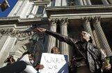 Policija vispasaules protesta akcijas laikā neļauj demonstrantiem piekļūt Londonas Biržas ēkai; demonstrācijas arī citur Eiropā