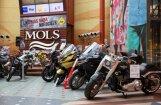 Foto: Jaunākie motociklu modeļi un retro mopēdi jau apskatāmi 'Molā'