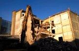 Video: Rīgā jauc nost kādreizējo Popova radiorūpnīcas ēku