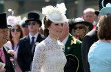 Kembridžas hercogienes tērps pieviļ smalkās etiķetes ekspertus