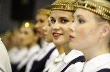 Foto: 'Gaudeamus' dalībnieki pirms lielajiem svētkiem Daugavpilī sadzied un sadejo Rīgā