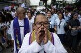 Jaunieša bērēs Filipīnās sērotājus sadusmo Dudertes kampaņa pret narkotikām