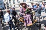 Video: Pasaulē pirmais auto uzsāk ceļu uz rekonstruēto Rīgas Motormuzeju