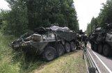 Foto: Lietuvā avarējušas četras 'Stryker' bruņumašīnas; 13 cietušie
