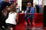 Leģendārais Šarls Aznavūrs saņēmis zvaigzni Holivudas slavas alejā
