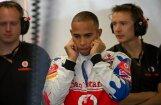 Hamiltons ātrākais pirmajā treniņā Bahreinā