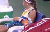 Video: Savārgusī un sašutusī Ostapenko padzen savu treneri no korta