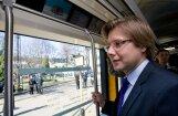 Lētākas biļetes – pirmais solis uz bezmaksas transportu, sola Ušakovs
