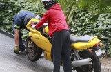 Videotops: Pārgalvīgu motociklistu nedienas uz ielām
