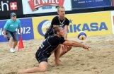 Latvijas pludmales volejbola dueti ar mainīgām sekmēm noslēdz Klāgenfurtes 'Grand Slam' posma pirmo dienu
