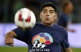 Video: Maradona dzērumā iekausta bijušo draudzeni