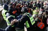 Двух задержанных во время шествия легионеров освободили
