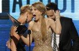 Amerikā labākās Teilore Svifta un Adele