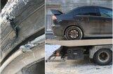Foto: Bedrē Rīgā auto pārsisti abi vienas puses riteņi