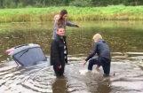 Video: Jaunieši ūdenstilpnē Lielvārdē noslīcina savu auto