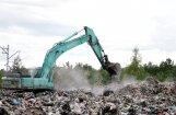 Ugunsgrēks Jūrmalas izgāztuvē: pirmajā uzkopšanas dienā izvestas 500 tonnas atkritumu