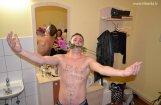 Sandis Kiops fanu simtus aplaimo ar striptīzu