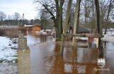 Foto: Ogrē sākas plūdi, upe iziet no krastiem un strauji applūst mājas (plkst. 17:10)