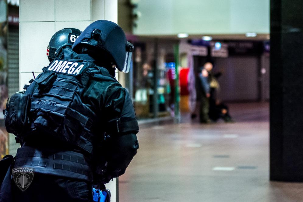 """ФОТО: Латвийская """"Омега"""" и венгерский TEK обезвредили очень глупых террористов"""
