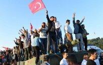 Puča mēģinājums Turcijā neitralizēts; nogalināts 161 cilvēks; 1440 - ievainoti (plkst.13.50)