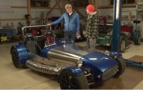 'Zebra': Kā Latvijas laukos būvē 50. gadu stila sportiskos auto