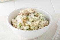 Kartupeļu salāti ar marinētiem gurķiem