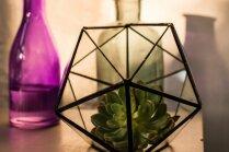 Video: Kā no kokteiļu salmiņiem izveidot ģeometriskas formas dekoru