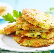 Brokoļu plāceņi ar gurķu mērci