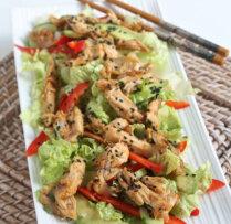 Siltie čili vistas salāti Āzijas gaumē