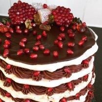 """Торт """"Циелавиня"""" – безе с лесными орехами и шоколадным кремом"""
